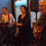 Foto's en video de Buren live met The Fools