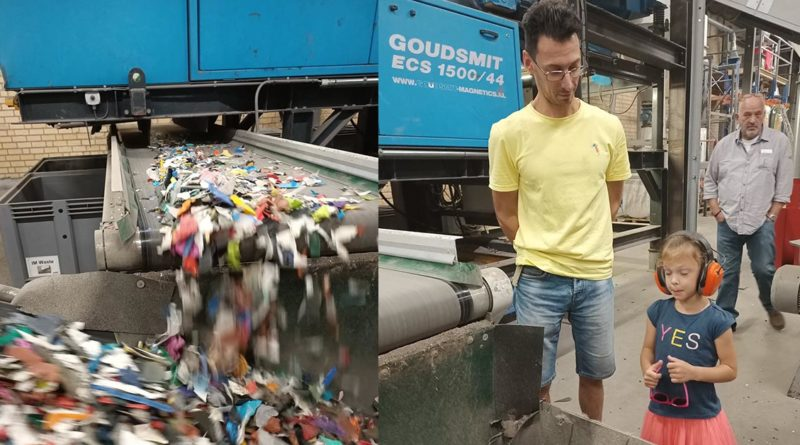 Vrijwilligers World CleanUp Day bezoeken Plastic Recycling Company