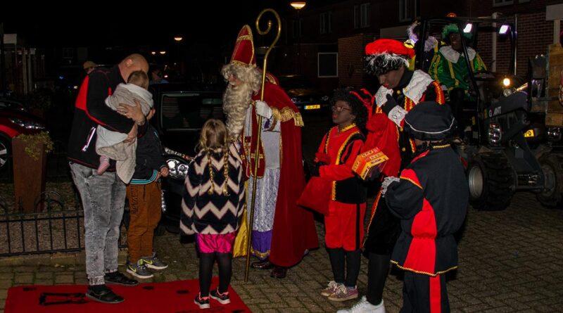 Foto's Sinterklaas in de Bloemenwijk